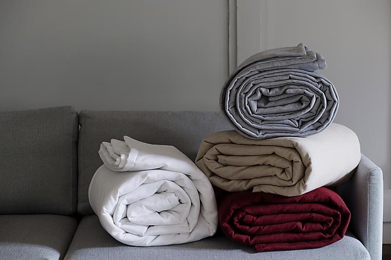 Överkast Caro 280x270 cm - Grå - Inredning - Textilier - Sängkläder